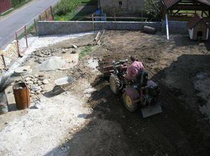 začali sme upravovať terén 9.5.2009