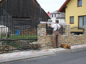 dokončovacie práce na plote