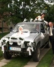ženích si odviezol nevestu do kostola...