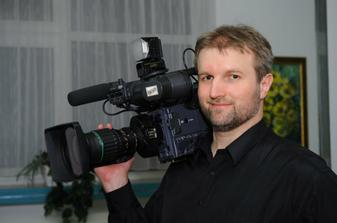 Pali Šerfel... nas kameraman, velmi prijemny, uzasny clovek... tragicky zahynul 3. aprila 2009 :-((( odpocivaj v pokoji.....
