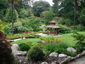 Štýl japonskej záhrady je prekrásny .. škoda že nebudeme mať takú veľkú záhradku...