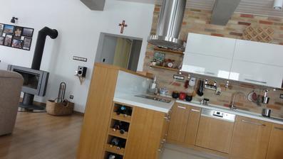 kuchyňa už aj s policami...