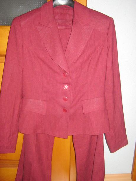 Pekný nenosený dámsky kostým - 38  - Obrázok č. 1
