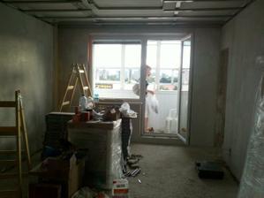 Obývačka vystierkovaná a pripravená na maľovanie + sadrokartonový strop