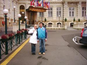 Tak to jsme my SOŇA   a TOM na výletě v KARLOVÝCH  VARECH