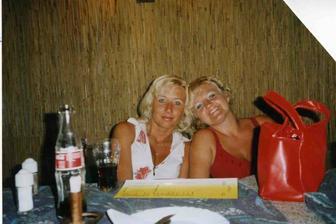 Evík v červených šatičkách je moje svědkyně   a nej kámoška :-))