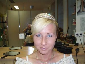 Zkouška učesu - je to jen rychlovka a nemám ještě nabarvené vlasy: - )