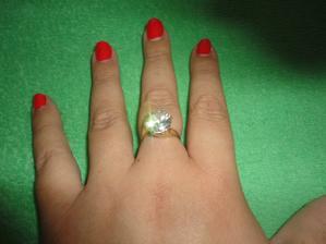 môj krásny druhý snubný prstienok.