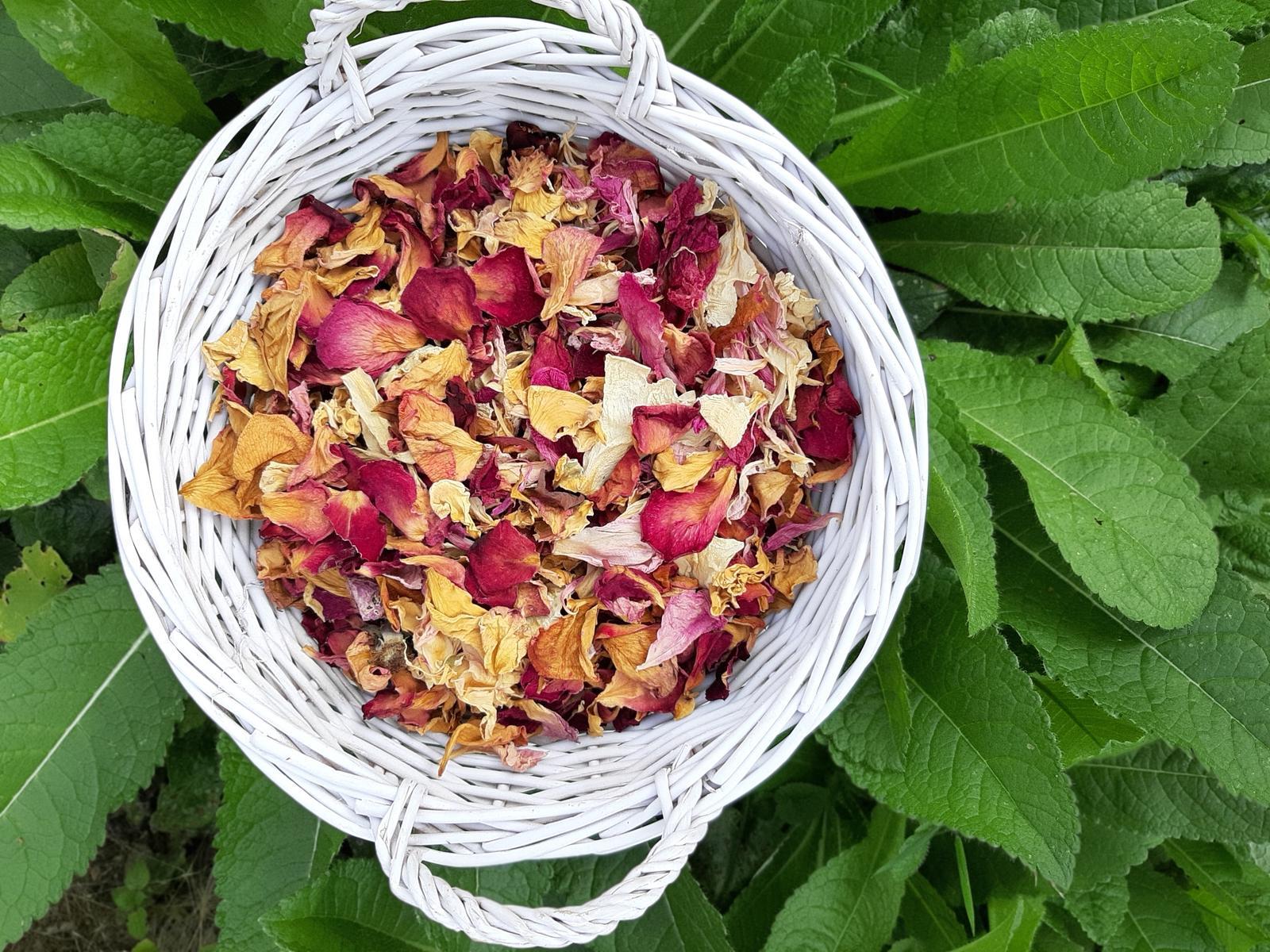 Okvětní plátky růží a pivoněk - sušené - Obrázek č. 1