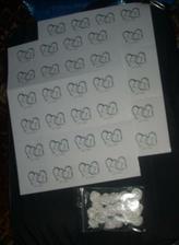 Samolepky s iniciály + bílé kytičky
