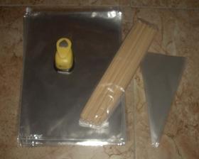 Nákup v papírnictví-celofánové sáčky, celofánové kornoutky, špejle a tvořítko :-)