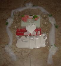 Předposlední zásila :-) dekorace na auto, mandličky, krabičky na mandličky a svícny...