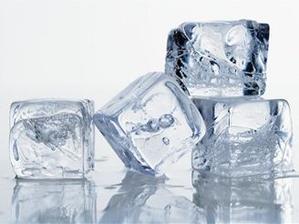 LED - pomáhá na přilepenou žvýkačku (ochladit kostkou ledu-snadněji se odtrhne)