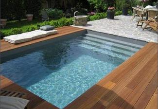 Bazén bude vedle terasy - takhle podobně by to mělo vypadat, akorát s tou podlahou obráceně (kolem bazénu cihly a terasa dřevěná)