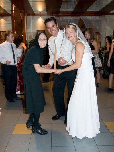 Miriam Valova{{_AND_}}Paul Normore - najstarsia ucastnicka nasej svadby -moja babka-ta to tam roztocila....