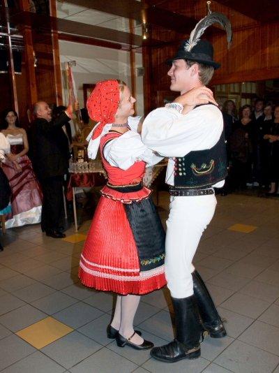 "Miriam Valova{{_AND_}}Paul Normore - ""druzbovski tanec...."""