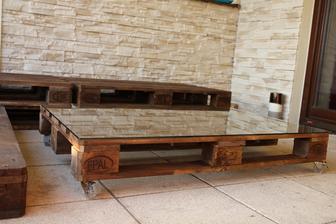 zacina sa crtat terasove sedenie ..stolik hotovy