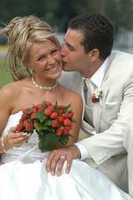 supr nápad na kytičku:-) celou svatbu jahodovou - dobrý nápad:-)