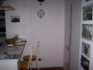 No a tak to vypadalo když se začala dělat koupelna...muselo se sekat i v kuchyni..