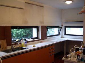 Začátek konce staré kuchyně..:-)