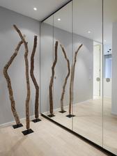 Dekoracie obyvačka, niečo drevene v priestore
