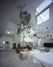 strom v interieri