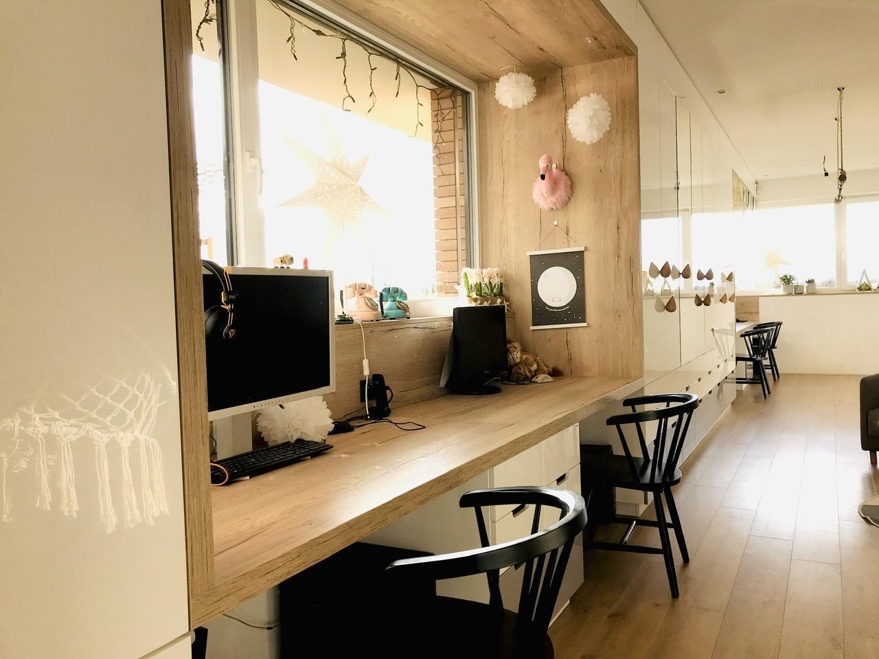 Naše L-ko - 2021 - stále dokončujeme - Dokončený nábytok pre deti - predný stol pre dievčatá