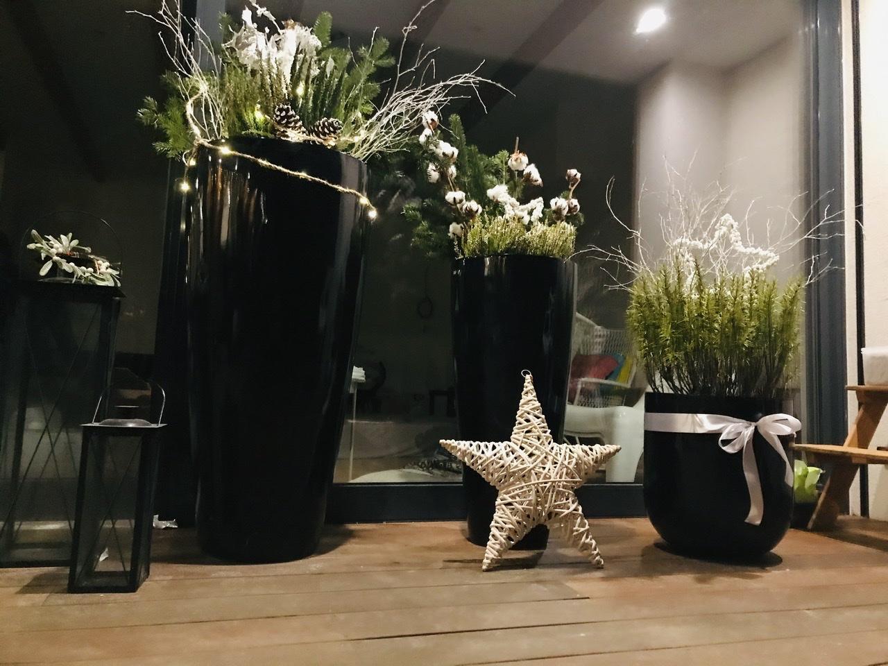 Naše L-ko - 2021 - stále dokončujeme - zimne naaranžované kvetináče - pre umiesnenie na priedomí