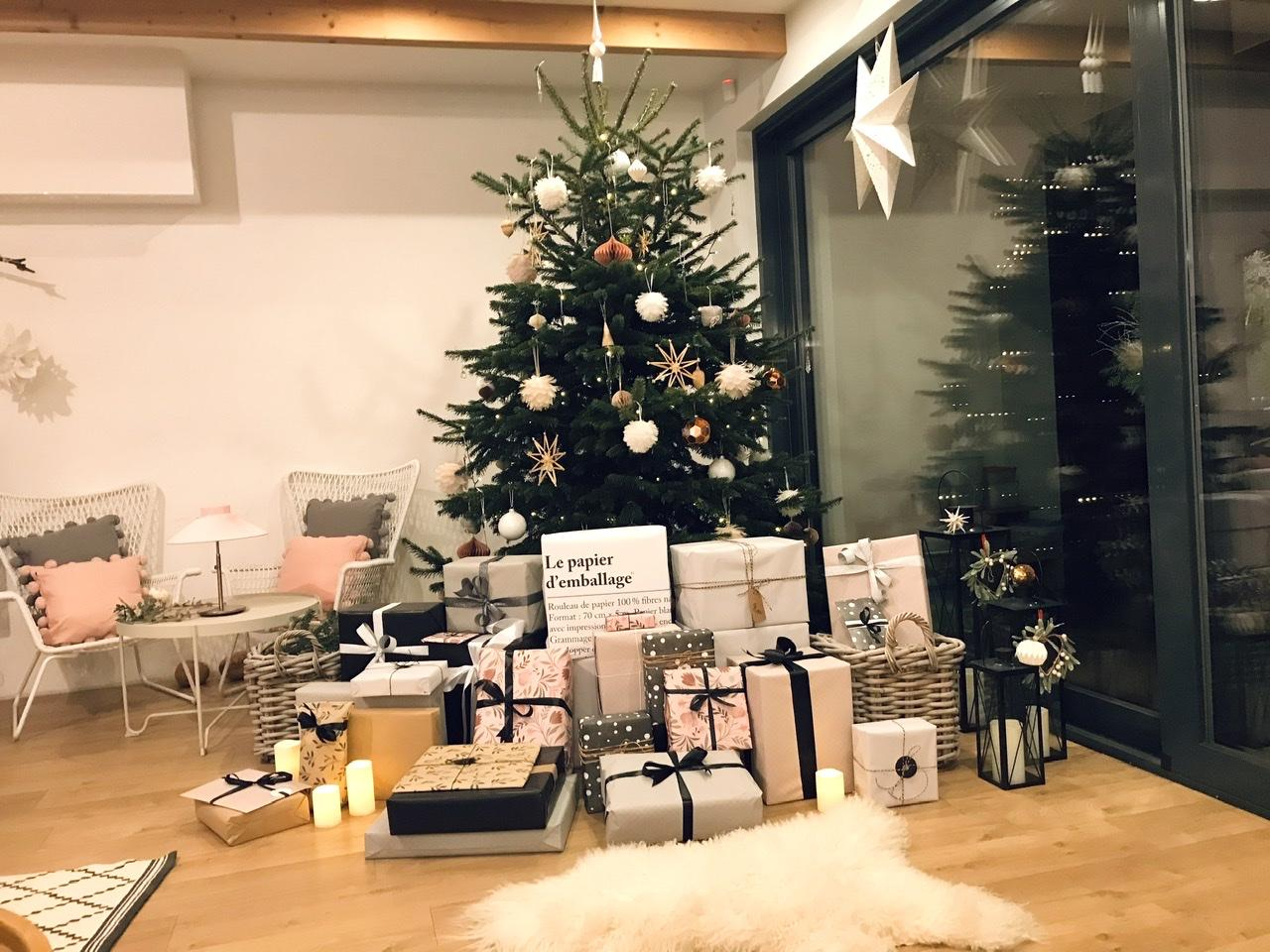 Naše L-ko - 2021 - stále dokončujeme - štedrý večer - stromček s darčekami
