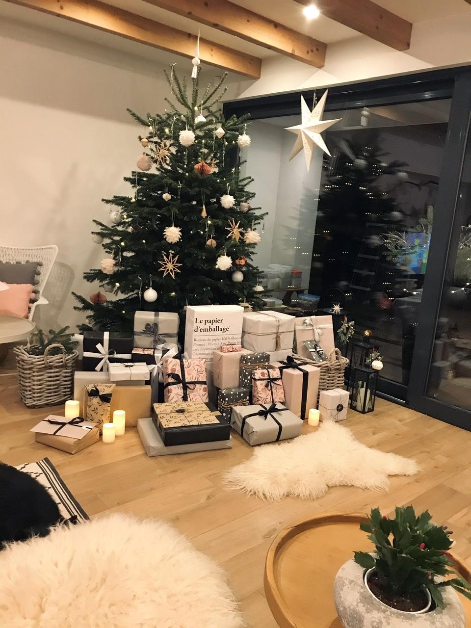 Naše L-ko - 2021 - stále dokončujeme - stromček s darčekami
