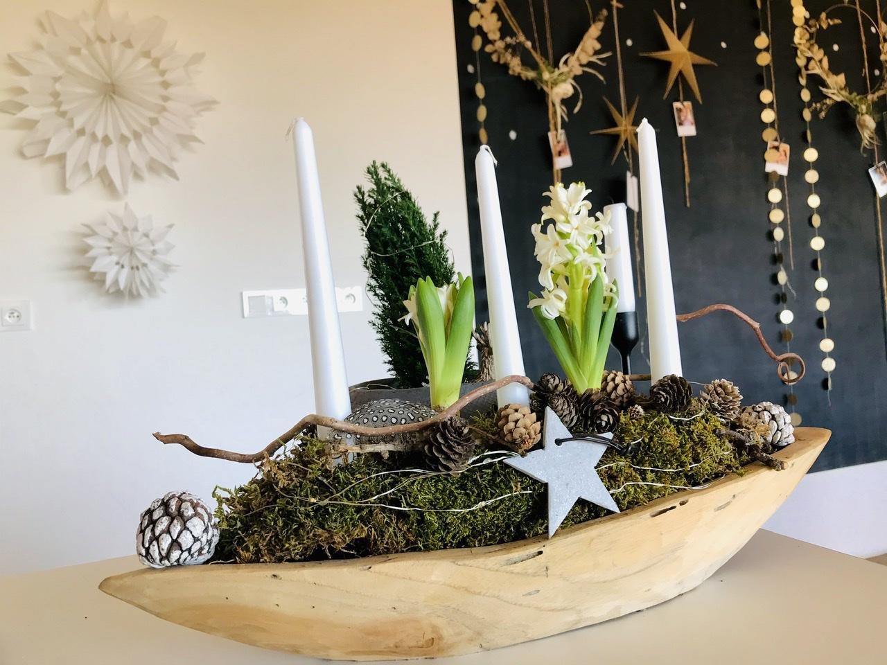 Naše L-ko - 2021 - stále dokončujeme - teaková misa a prírodné dekorácie - zakvitli biele hyacinty. Prajem krásný víkend
