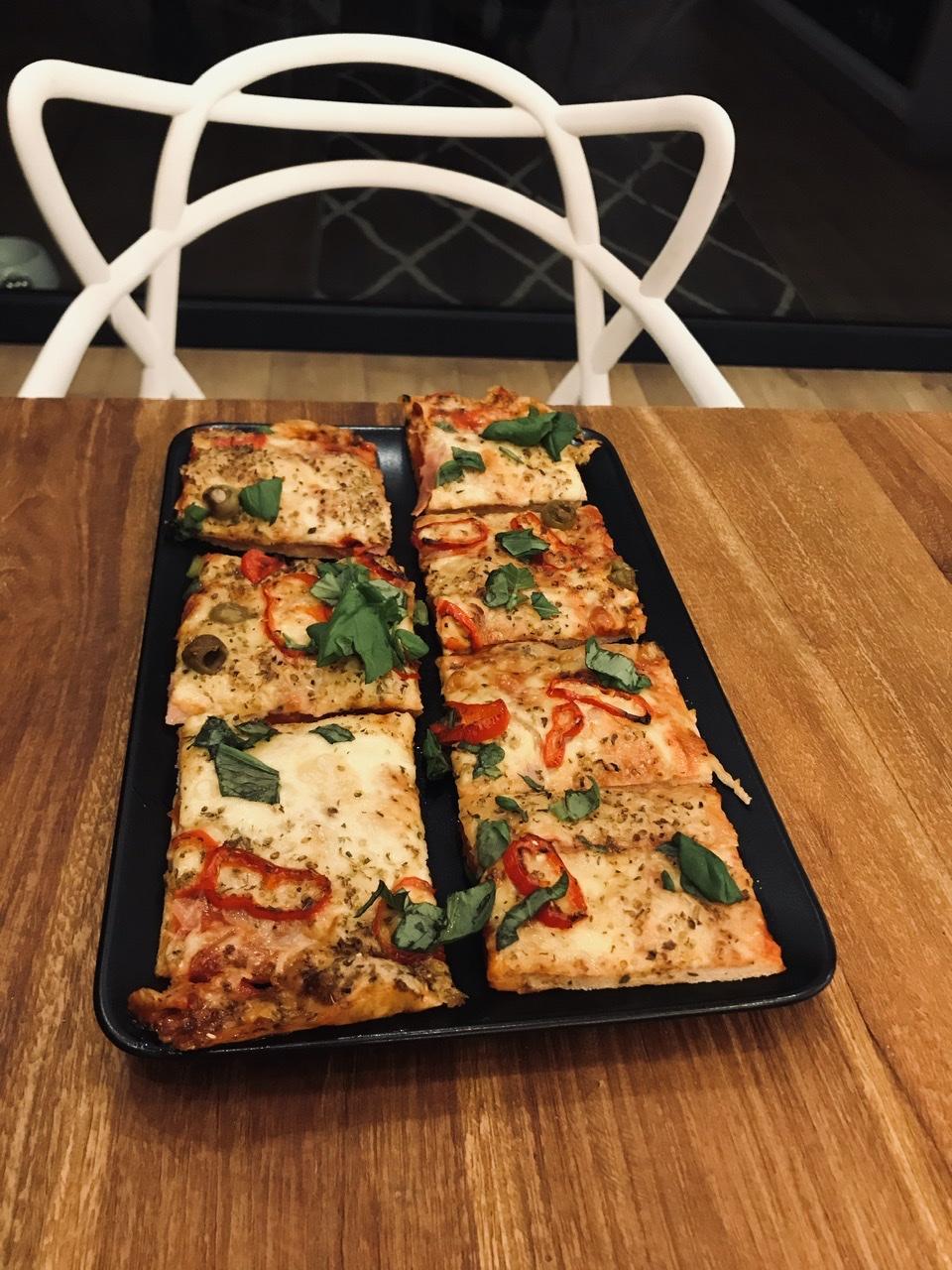 Naše L-ko - 2021 - stále dokončujeme - Domáca pizza s čerstvou bazalkou