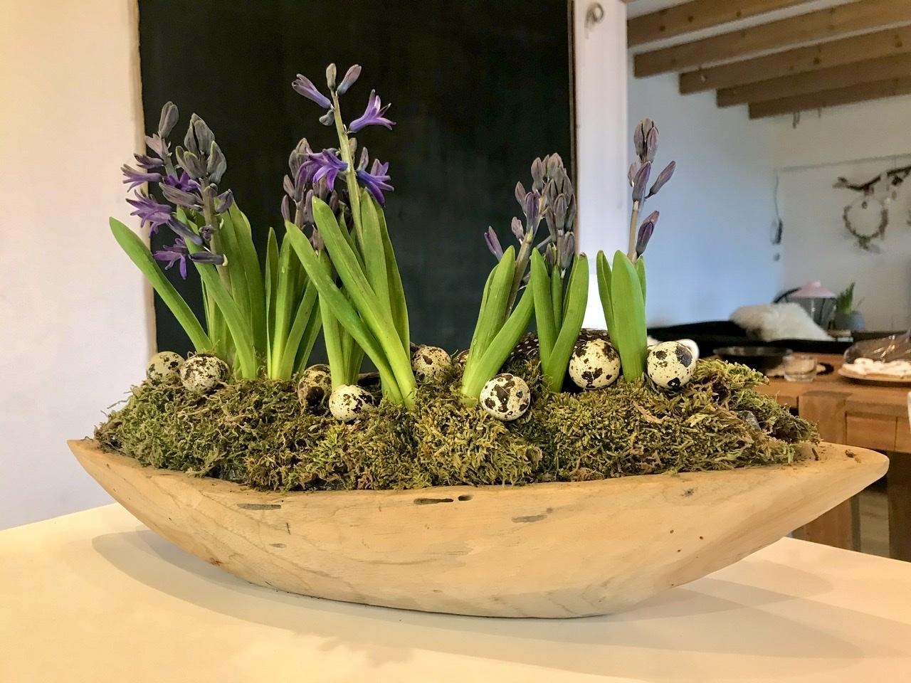 Naše L-ko - 2021 - stále dokončujeme - Teaková miska, mach, prepeličie vajíčka a hyacinty - krásny nový deň