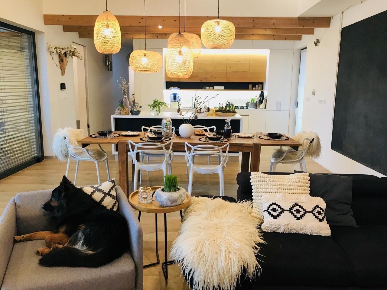 Naše L-ko - 2021 - stále dokončujeme - Prajem krásný pondelok  - spoločná obývačka, jedáleň s kuchyňou