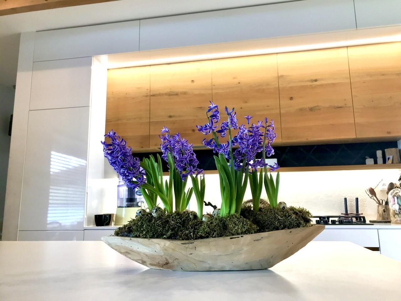 Naše L-ko - 2021 - stále dokončujeme - Kuchyňa so zakvitnutou teakovou miskou