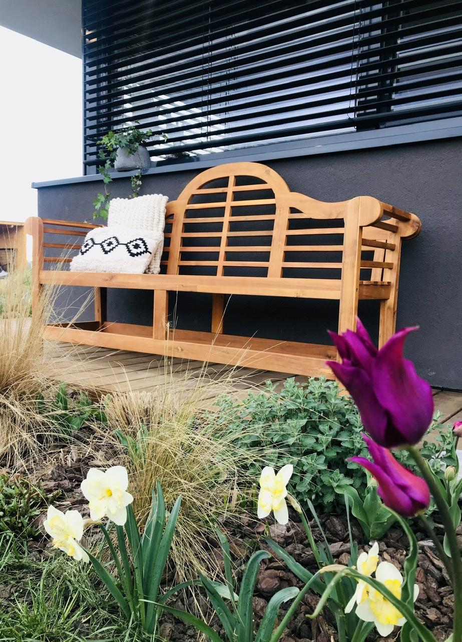 Naše L-ko - 2021 - stále dokončujeme - Nová drevená lavička