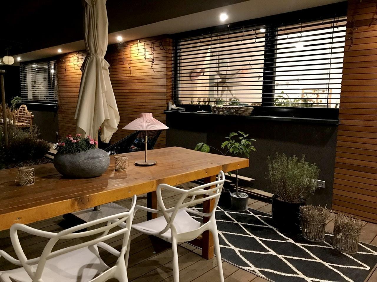 Naše L-ko - 2021 - stále dokončujeme - Večer na terase