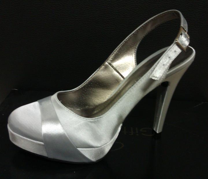 c8385cad782f Svadobné topánky -