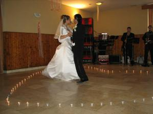 1. manzelsky tanec, urobili okolo nas romantic. svieckove srdce