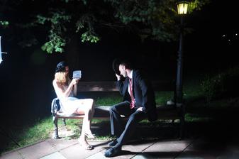 Predsvadobné foto v parku v Mokrej Lúke večer pred svadbou.