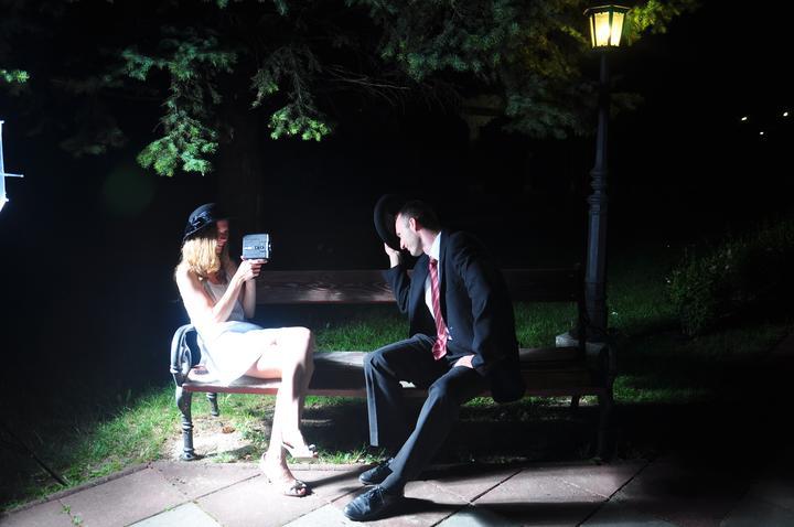 Zuzka{{_AND_}}Ľubko - Predsvadobné foto v parku v Mokrej Lúke večer pred svadbou.