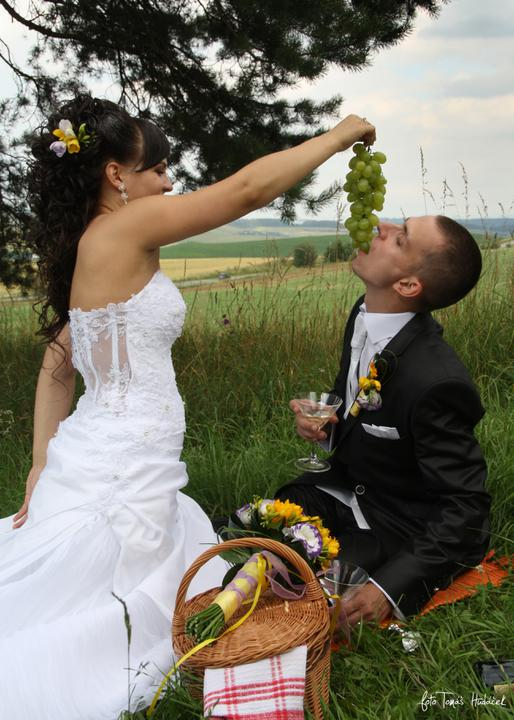 Janka{{_AND_}}Martin - piknik v trávě