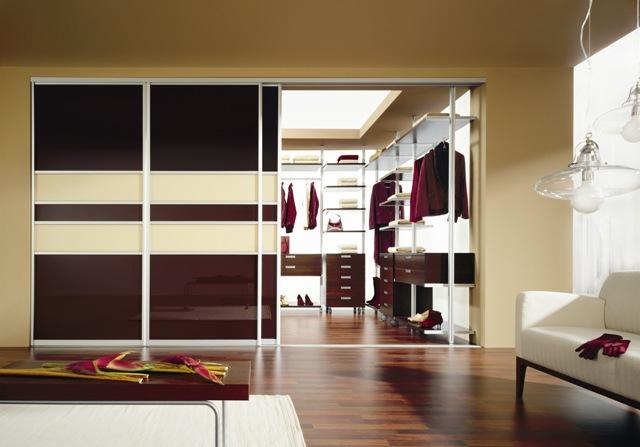 Inšpirácie posuvné dvere a iné dvere, šatníky a vstavané skrine - takto, ale farby naopak. svetlá s tmavými pásmi... možno...