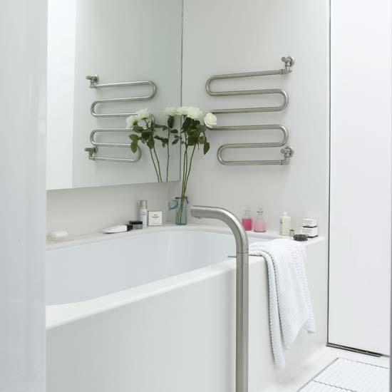 Inšpirácie do kúpeľne - myslíte, že by mohol byť rebríkový radiátor nad vaňou? alebo bude hrdzavieť?