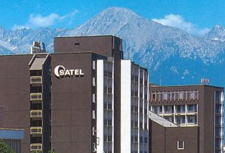 Lubomira & Giles (9.9.2006) - V hotely Satel, Poprad budu nasi hostia ubytovani a takisto aj svadobna recepcia sa bude konat tu.