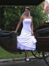 taky překrásné šaty a nádherně sedí