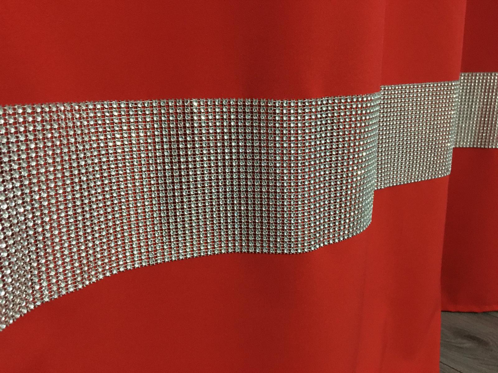 Tieniaci cerveny zaves so zirkonmi - Obrázok č. 1