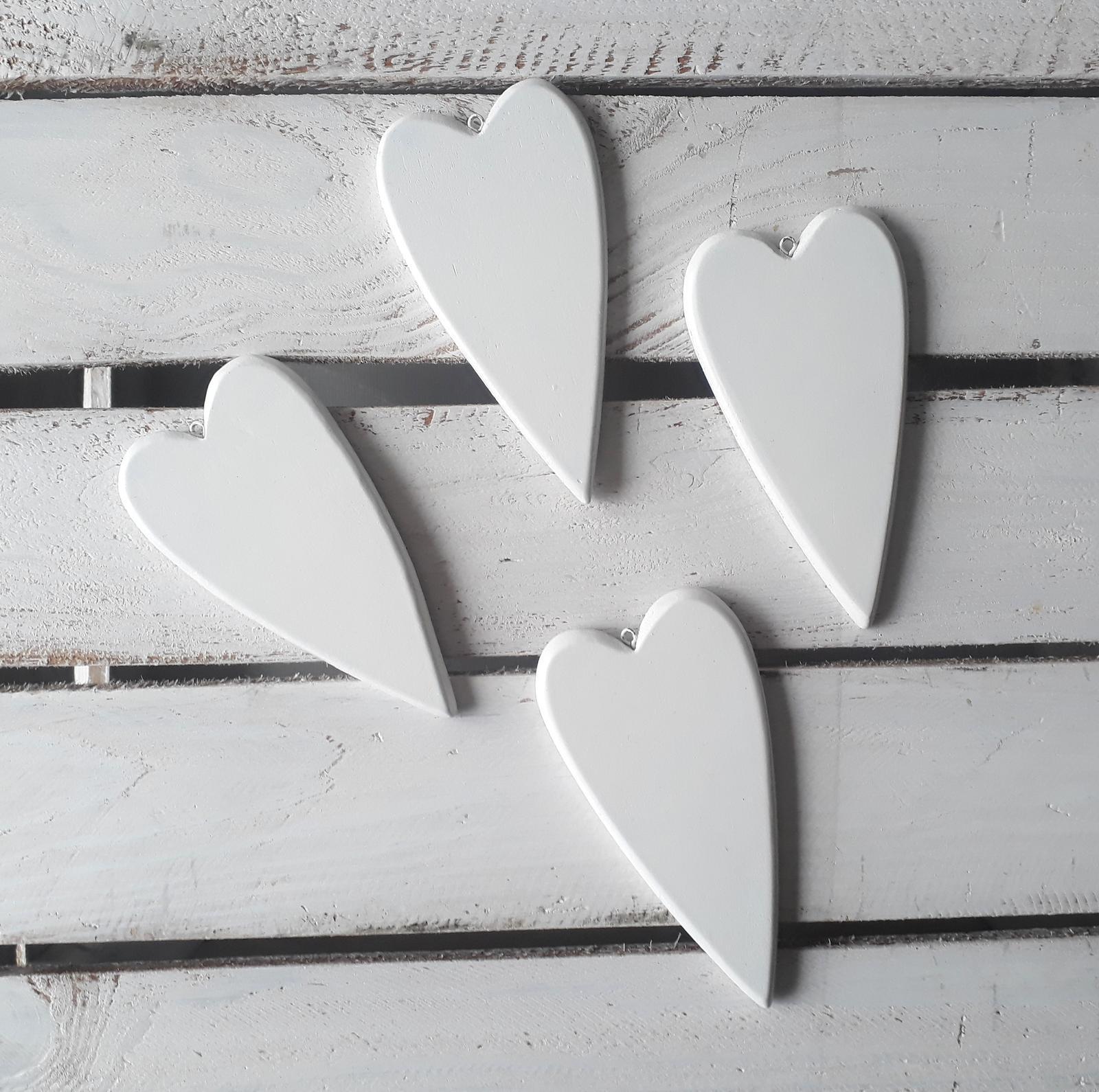 Bílá dřevěná srdíčka - Obrázek č. 1