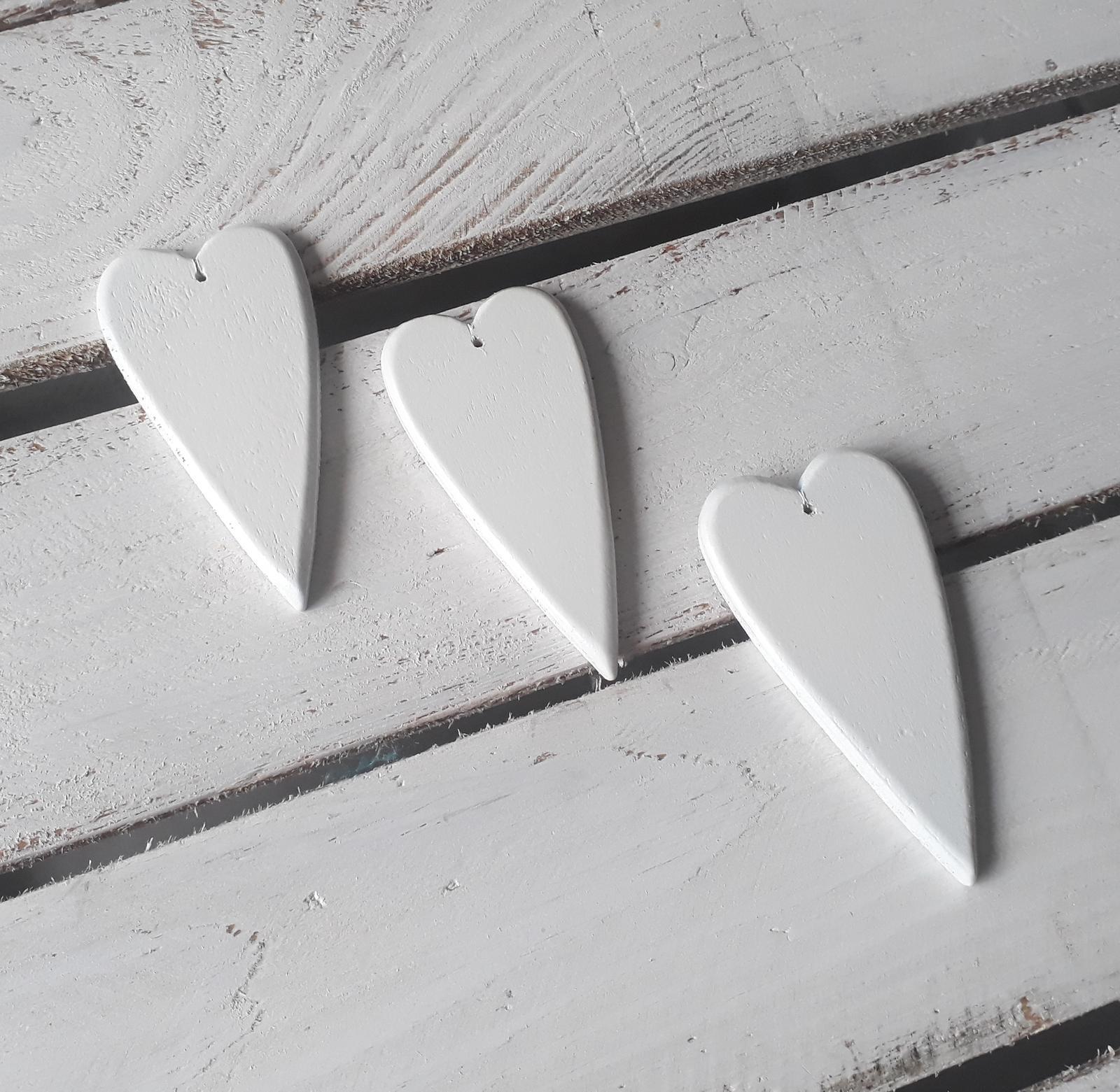 Bílá dřevěná srdíčka - Obrázek č. 3