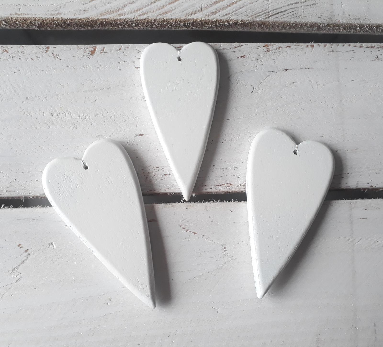 Bílá dřevěná srdíčka - Obrázek č. 4